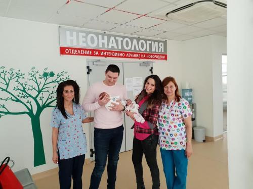 """Изписване на Магдалена и Христо от АГ болница """"Селена""""."""