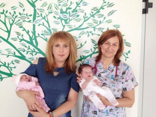 Майката на Габи и Мими - Йорданка, заедно с д-р Нещерова